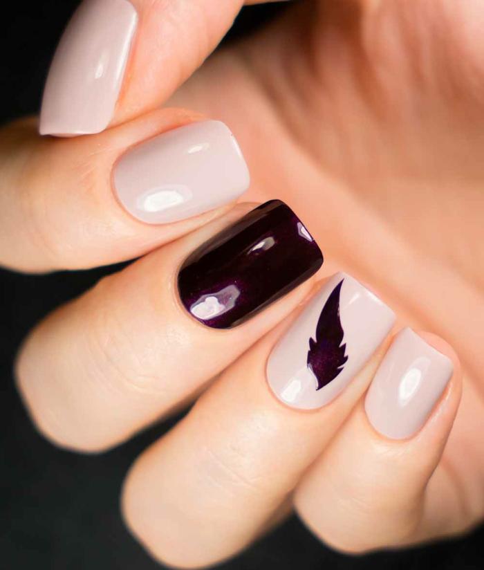 diseño elegante para decorar tus uñas, decoracion de uñas exquisita, forma cuadrada, uñas pintadas en beige y bordeos