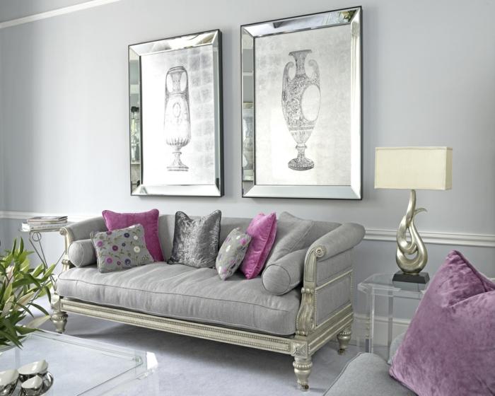 decoracion habitacion, combinacion de gris ceniza con lilá, sofá con cojines, grandes cuadros, mesa transparente con flores, suelo laminado