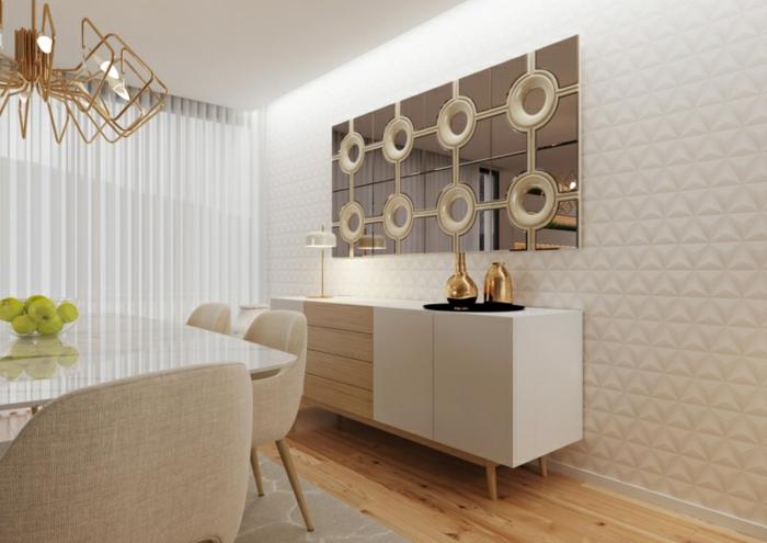 comedor en estilo modernos decorado en beige con espejos redondos y lámpara de araña colo oro, suelo de parquet y cortinas de visillo