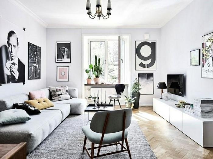 salon decorado en blanco y negro con detalles en color pastel, muebles de salon modernos de diseño y muchos cuadros decorativos