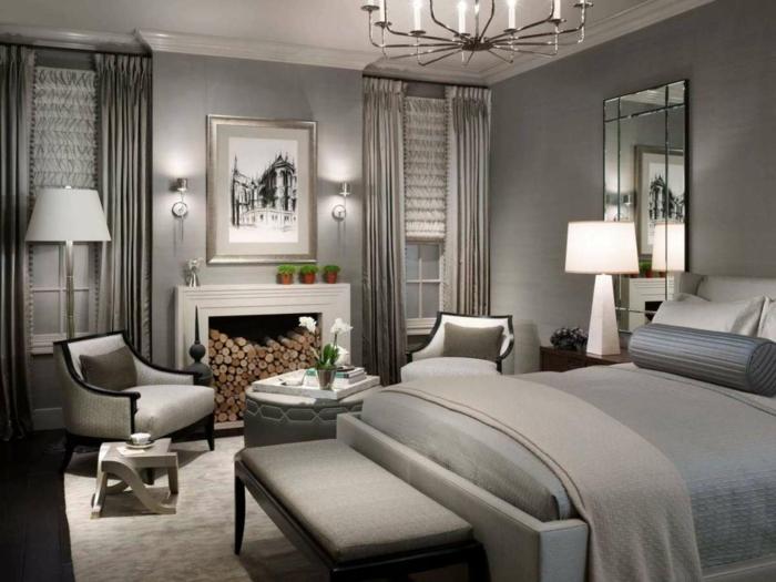dormitorios matrimonio, dormitorio de lujo en tonos terrosos, chimenea con leña, sillones y mesa redonda, cama doble, cortinas de satin
