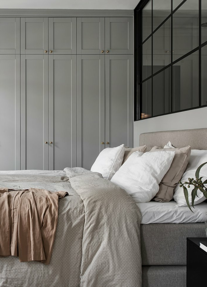 habitacion pequeña, cama doble, armario integrado, dormitorios matrimonio, pared de vidrio, dormitorios matrimonio