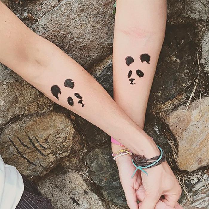 simbolo de familia, idea de tatuajes para hermanas, estilo acuarela en negro, cabeza de panda en el antebrazo, manos con pulseras hippie
