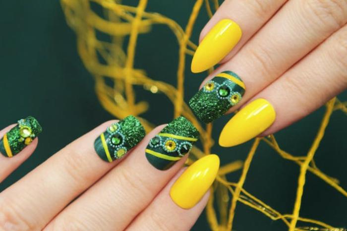 ideas extravagantes para el diseño de tus uñas, manicura ideal para el verano, uñas de gel decoradas en verde y amarillo