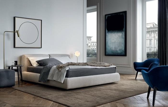 decoracion moderna, colores para habitaciones, ventanas grandes, vista a la calle, cuadro geométrico, suelo con parquet, tapete