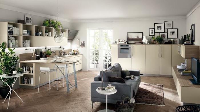 como amueblar y decorar una cocina abierta, armarios en color champán, decoracion de flores y sofá cómoda en color beige