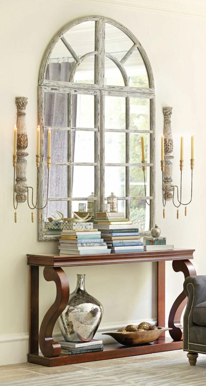 recibidores con espejos grandes de pared, espejo vintage con marco de madera efecto desgastado, candelabros grandes vintage