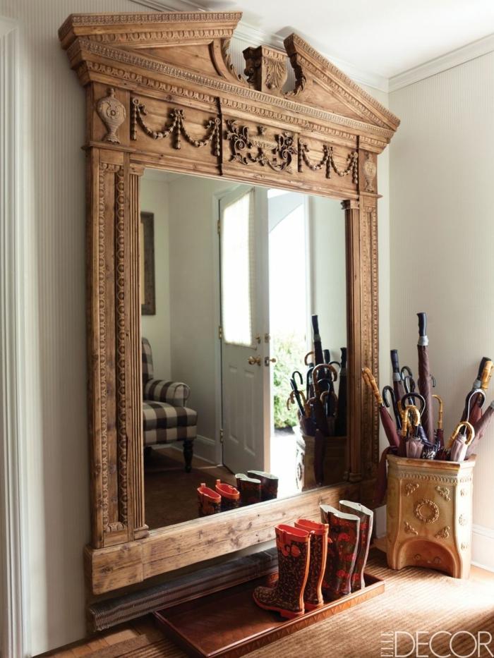 grandes espejos decorativos con marcos de madera ornamentados, recibidor con toque vintage y hogareño