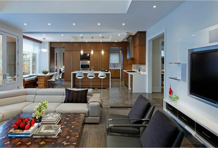 grande espacio con diferentes áreas, salon cocina con barra y sillas de barra modernas, salon cómodo y agradable