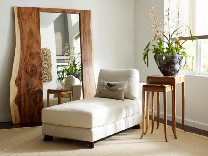 grande espejo apoyado en la pared de diseño muy original, rincón de relax, ideas de espejos de pared
