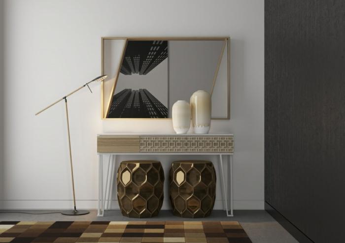 espejos de pared en estilo vintage, decoración con detalles en color oro, lámpara moderna y alfombra en cuadros en los tonos del beige y marrón