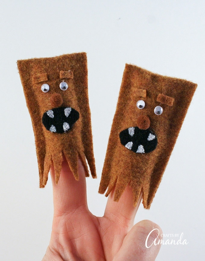 muñecas dedo decorativas hechas de fieltro en color marrón, muñecas de fieltro para regalar a tu niño