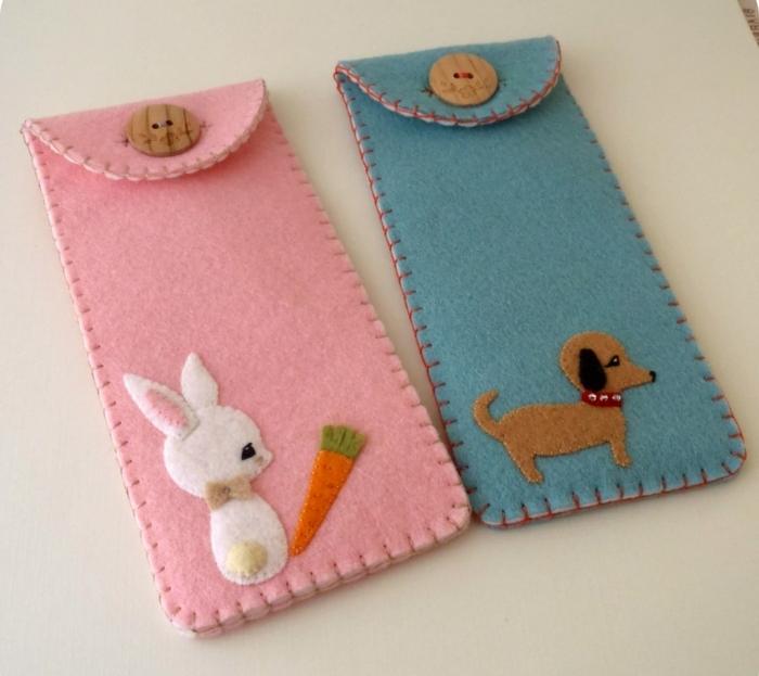 fundas para telefonos DIY, cojines para bebes de lana, fundas en color rosado y azul con decoracion de animalitos