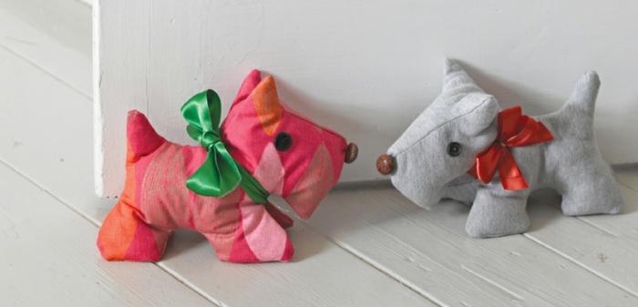 preciosas muñecas de fieltro y tela de algodón, peros pequeños para sujetar la pared hechas a mano