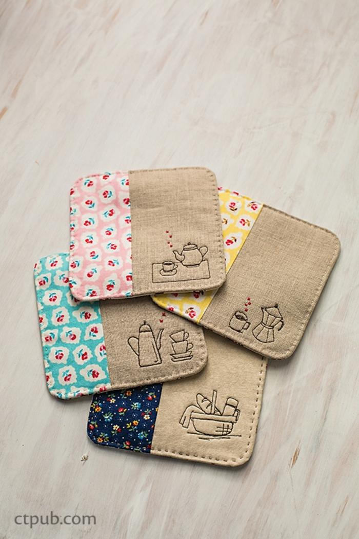 cojines para bebes originales, manualdiades con tela utiles, portatazas con elementos de tela estampada en flores
