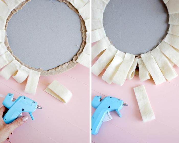 manualidades de fieltro con tutoriales, como hacer la melena del león con trozos de tela largos y anchos en color champán