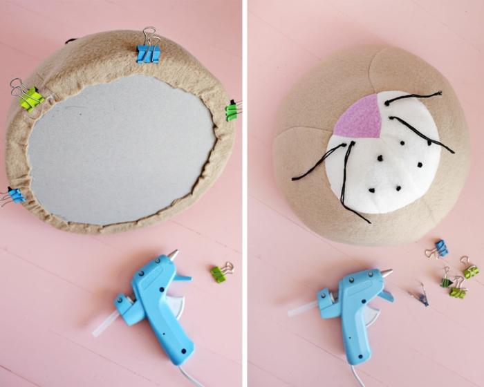 como pegar la tela a una forma de cartón, pasos para hacer una decoración para el hogar en forma de cabeza de leon, manualidades faciles para vender con tutoriales