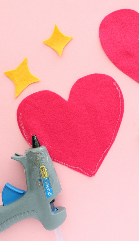 ideas para hacer bolsas casera San Valentín, manualidades de fieltro paso a paso, proyectos DIY para decorar el hogar