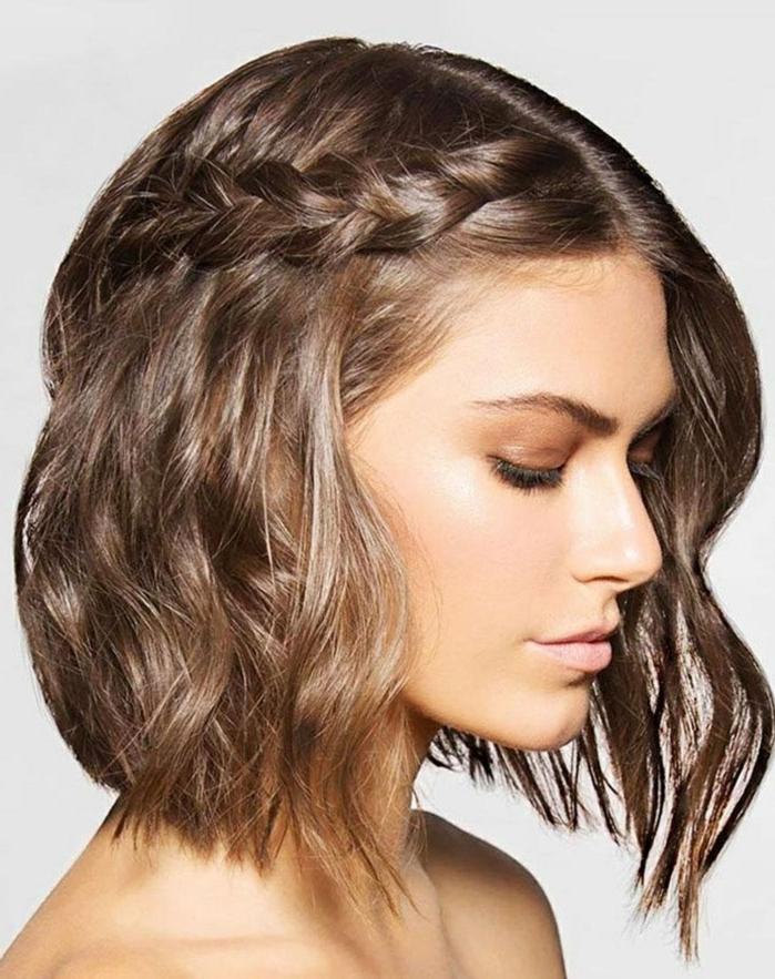 pelo semirecogido con trenza, tendencias en los peinados 2018, pelo corto ondulado con plancha y espuma