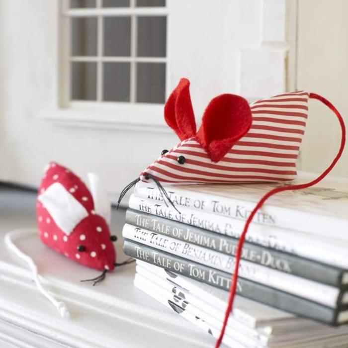 preciosas ideas de muñecas de fieltro, juguetes en forma de ratos, tela en rayas y puntos, ideas manualidades para los pequeños
