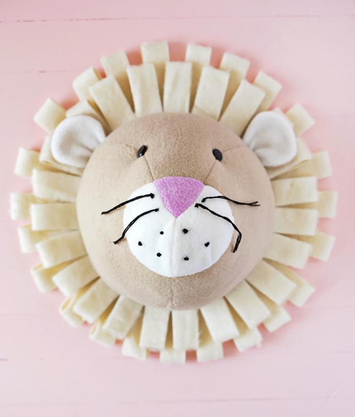 cabeza de león decorativa hecha de fieltro, bonito proyecto artesanal, manualidades de fieltro para niños y adultos etapa por etapa