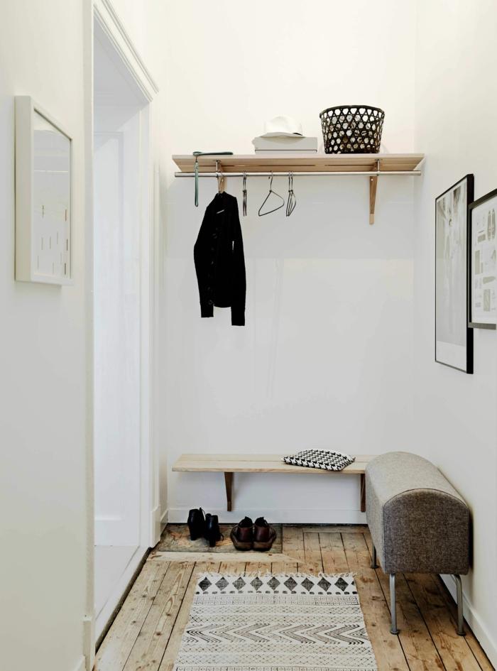 decoración en blanco de un recibidor pequeño, ideas originales con poca decoración, estantería flotante de madera