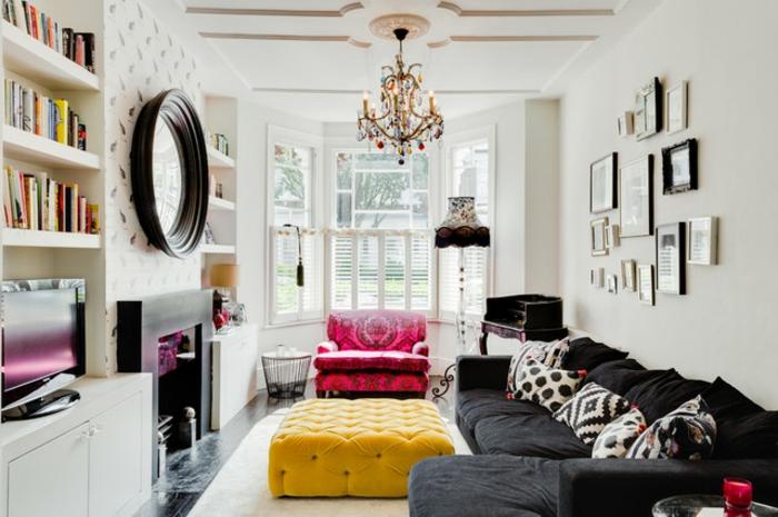 ejemplos de decoración con espejos redondos, salon de encanto en estilo vintage con detalles en color mostaza y fucsia