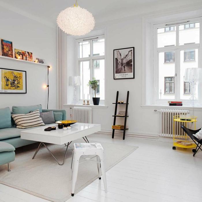 decoracion estilo nordico, salón con mesa blanca laminada, sofá en color aguamarina, bombillas y escalera decorativas, mesita amarilla de ruedas