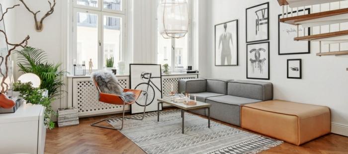 preciosa decoración en blanco, gris y mostaza, como decorar un salon pequeño, muebles modernos de diseño sencillo, mucha decoración en las paredes