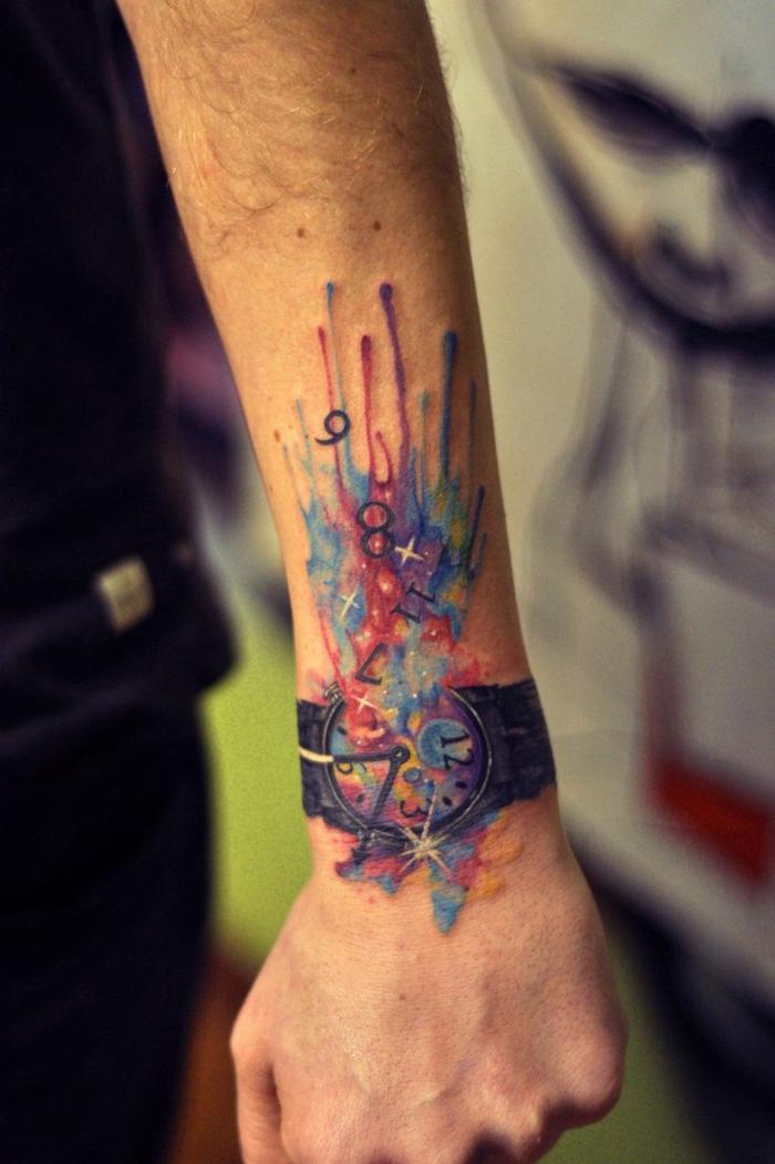 tatuaje de color acuarela, imitación de reloj con horas volando, explosión de colores, mano de hombre, tattoos pequeños