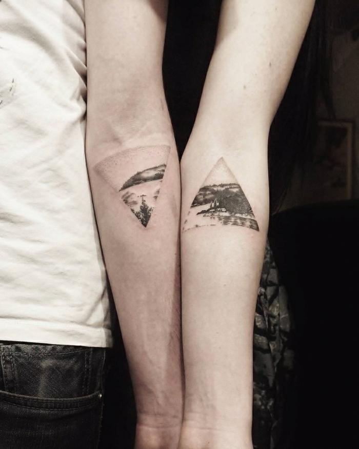 triángulos invertidos, tatuajes familia simbolos, tatuaje antebrazo, idea para hermanas o parejas, paisaje natural en blanco y negro