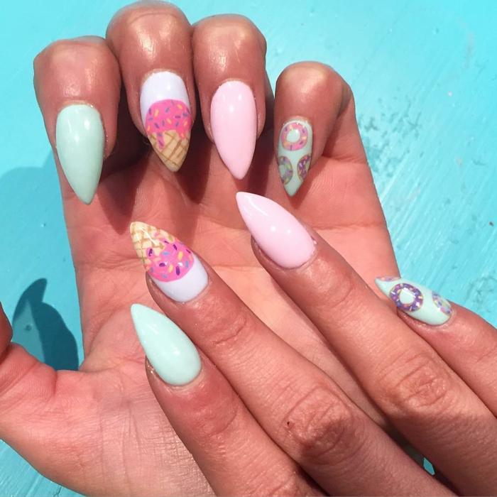 propuesta para el verano, uñas muy largas con dibujos de helado, diseños de uñas en gel en colores pasteles acabado mate