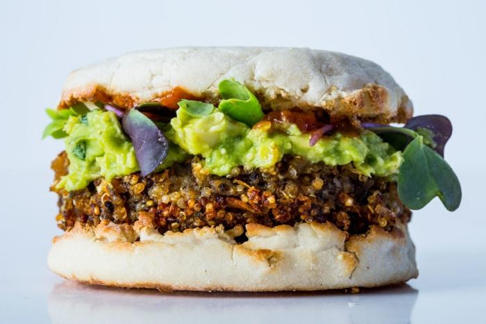 saborsas y apetitosas recetas con quinoa, hamburguesa de encanto de quinoa, salsa guacamole casera paso a paso