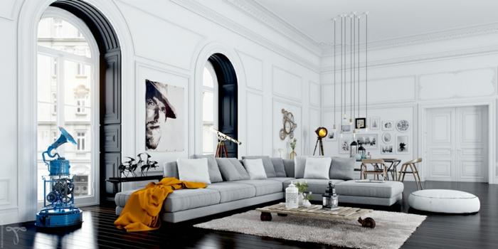 salon gris y blanco decorado con detalles en color, elementos arquitectónicos originales, sofa en gris claro y paredes en blanco