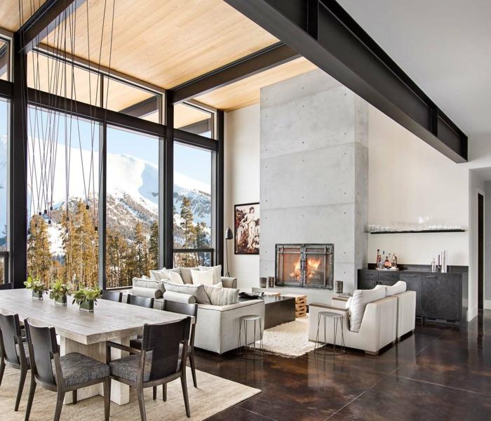 ejemplos de interiores abiertos modernos, como decorar un salon comedor de manera encantadora, techo alto muebles en gris y lámparas modernas