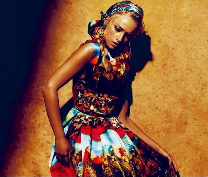 últimas tendencias estilo boho chic, vestidos largos estampados en colores, vestido con toque gipsy estilo hippie chic
