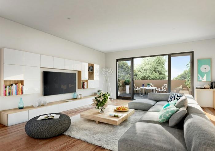grande salón luminoso decorado en tonos claros y terrosos, salón gris y blanco con detalles en color menta