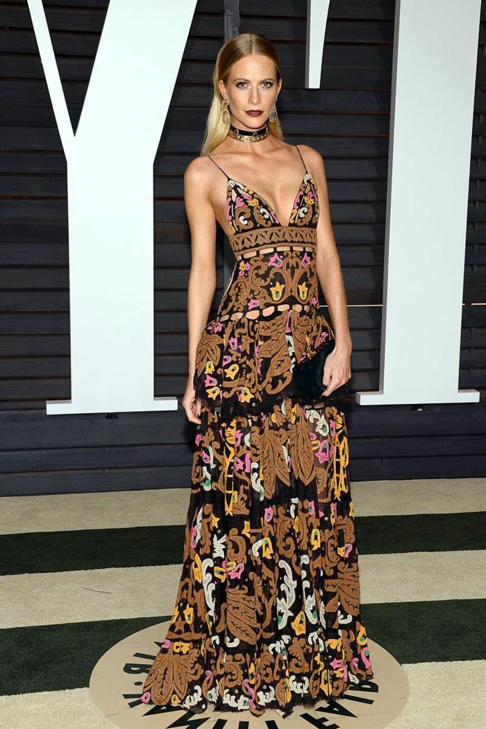 precioso vestido muy largo con escote en v y motivos florales, vestidos hippies modernos