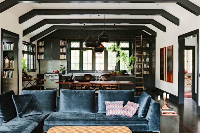 espacio abierto multifuncional, salon con sofá en azul tapizado de terciopelo, como decorar un salon comedor moderno