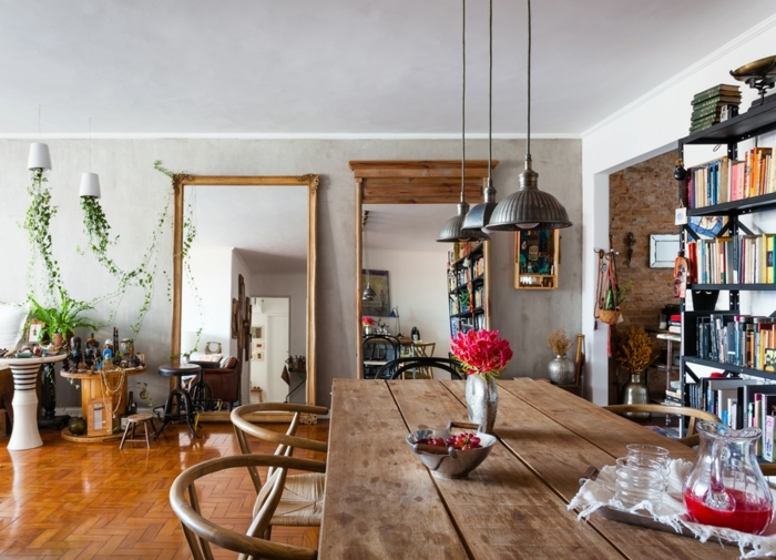 salón de encanto en estilo bohemio, comedor con mesa de madera vintage, ideas creativas sobre como decorar un salon comedor