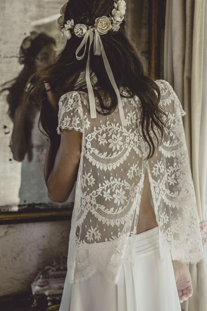 ideas sobre vestidos de novias sencillos, precioso diseño de dos piezas, parte superior de encaje transparente, corona de rosas blancas