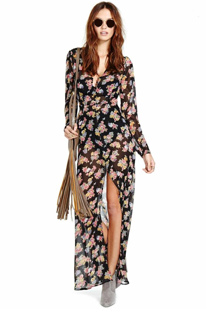 diseños modernos de vestidos boho chic, vestido de visillo negro con grande hendidura y estampado de flores