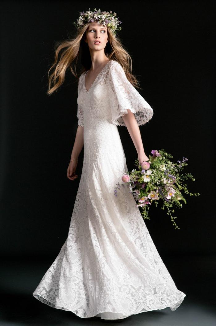 preciosa propuesta de vestidos de novias sencillos, corte de vestido princesa, mangas anchas y tiara de flores