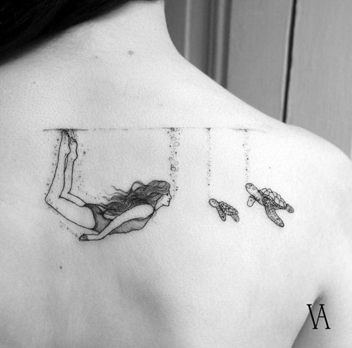 propuesta encantadora de tatuaje para niñas y mujeres, tatuaje en negro en la espalda, ejemplos de tatuajes con significado