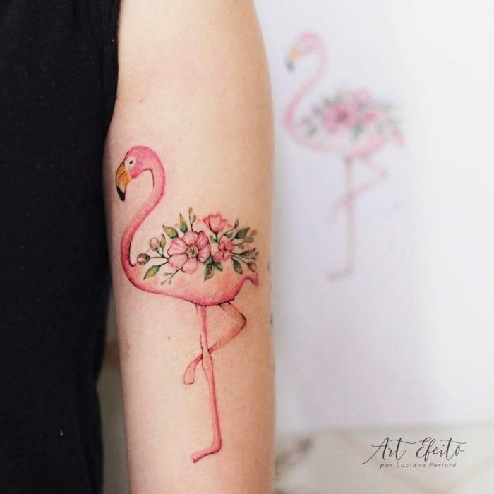 precioso dibujo de flamenco con flores en el brazo, ideas en tendencia tatuajes para mujeres, tatuajes con significado