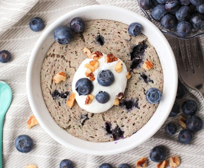 receta original y facil de muffin vegano con arrandanos, recetas faciles y sanas paso a paso, postres saludables