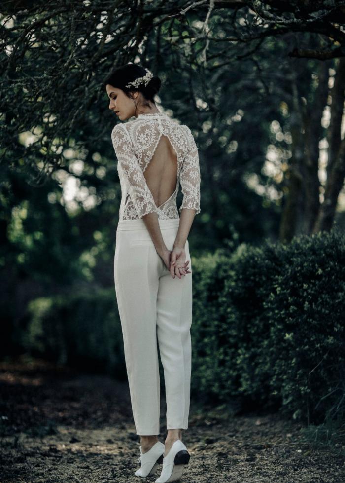 traje de novia de dos piezas con pantalon, vestidos de novias sencillos ideas y consejos, parte superior de encaje con espalda descubierta