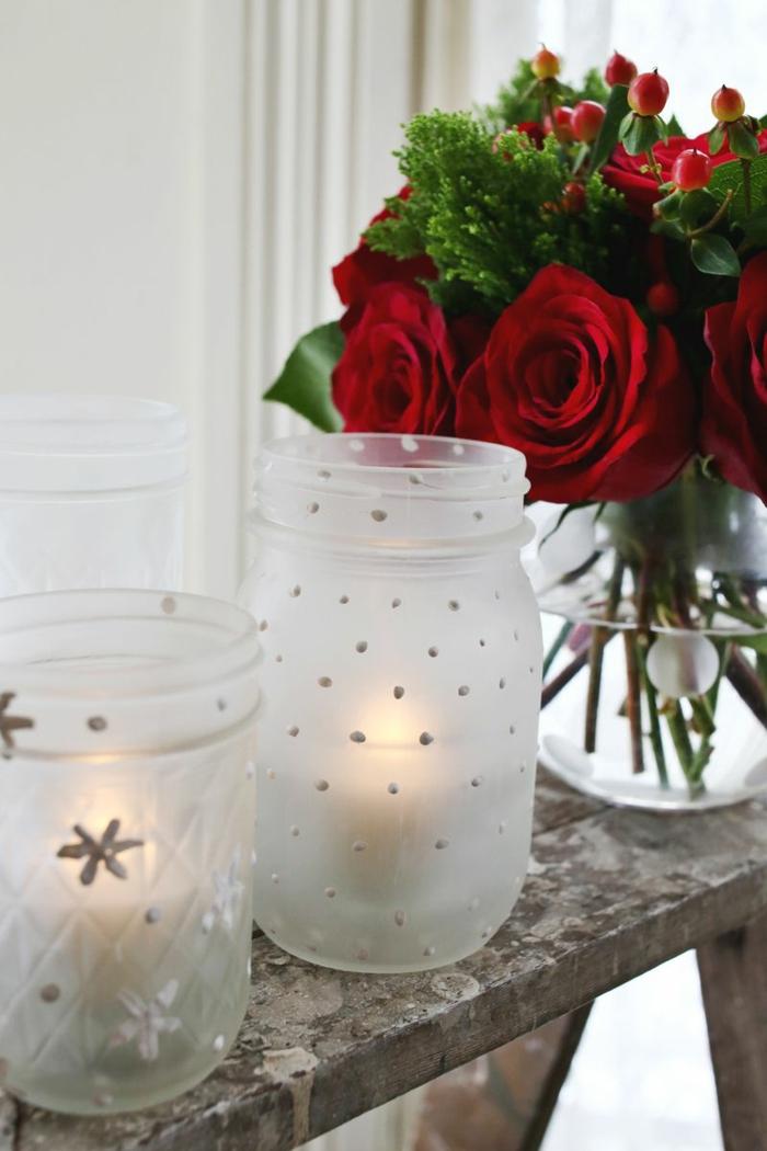 decoración DIY con botes de vidrio, tarros de cristal decorados con motivos navideños, decoracion Navidad paso a paso