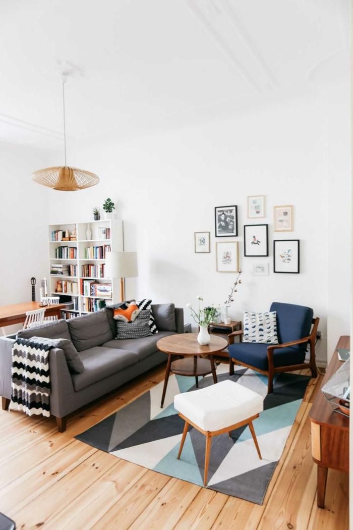 ideas de decoracion de salones modernos, muchos cuadros decorativo y alfombra original