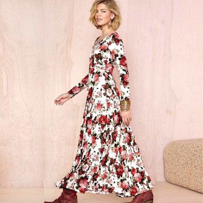 bonitas propuestas vestidos largos hippies, largo vestido con estampado de rosas rojas en fondo blanco, botas en rojo